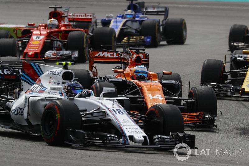 Lance Stroll, Williams FW40, Fernando Alonso, McLaren MCL32, Sebastian Vettel, Ferrari SF70H, Marcus Ericsson, Sauber C36, alla partenza