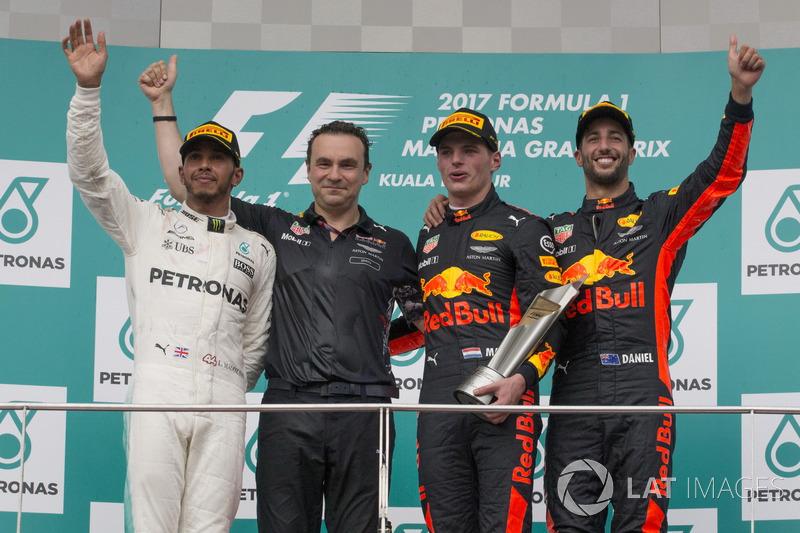 Подиум: победитель Макс Ферстаппен, Red Bull Racing, второе место – Льюис Хэмилтон, Mercedes AMG F1, третье место – Даниэль Риккардо, Red Bull Racing, глава аэродинамического отдела Red Bull Racing Дэн Фэлоуз