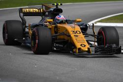 Jolyon Palmer, Renault Sport F1 Team RS17, broken front wing in FP3