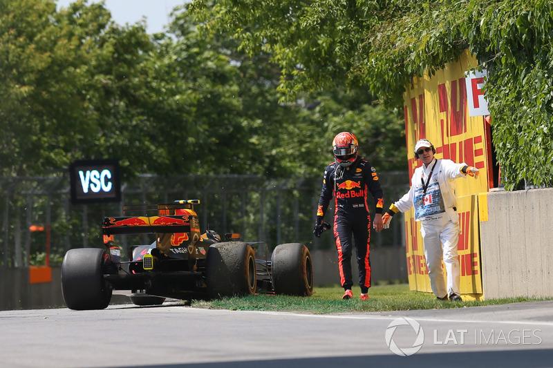 Max Verstappen, Red Bull Racing RB13 se retira de la carrera
