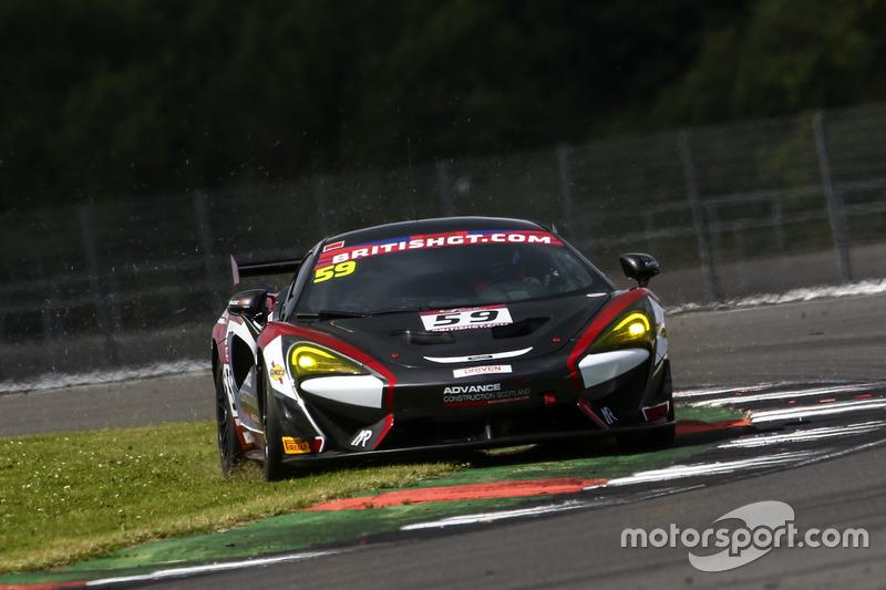 #59 Black Bull Garage 59 McLaren 570S GT4: Akhil Rabindra, Dean Macdonald