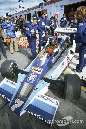 James Hunt, McLaren M26-Ford