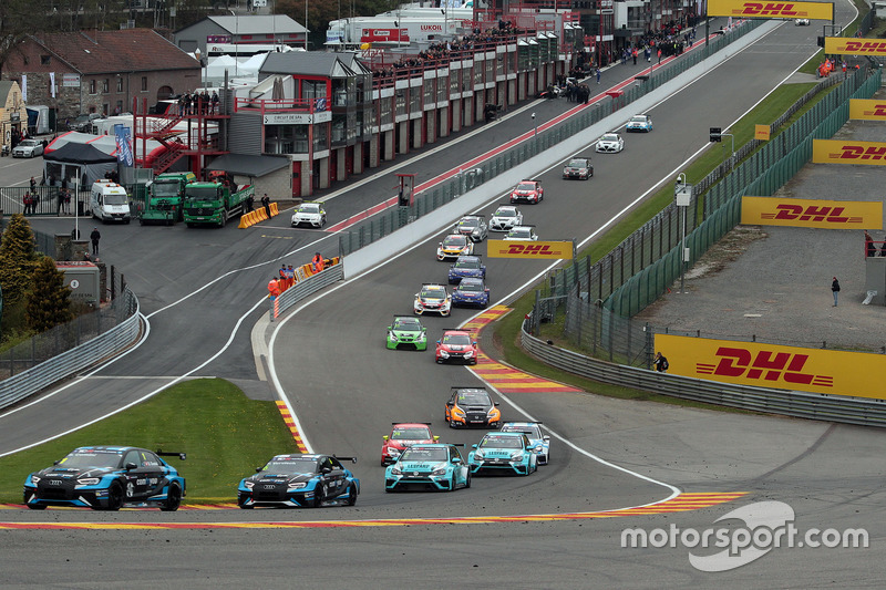 Stefano Comini, Comtoyou Racing, Audi RS3 LMS, führt