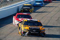 Matt Kenseth, Joe Gibbs Racing Toyota, Kyle Larson, Chip Ganassi Racing Chevrolet