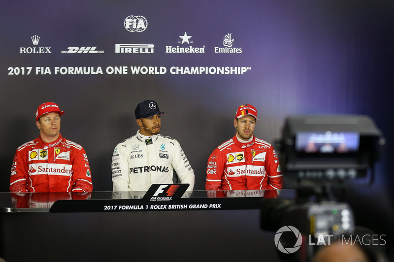 Kimi Raikkonen, Ferrari, Lewis Hamilton, Mercedes AMG F1 Y Sebastian Vettel, Ferrari en la Conferenc
