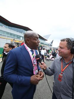 Боксер Фрэнк Бруно и комментатор Sky Sports F1 Тед Кравиц