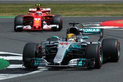 Lewis Hamilton, Mercedes AMG F1 W08, Kimi Räikkönen, Ferrari SF70H