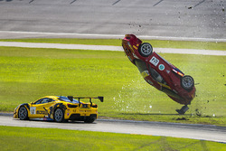 #124 Ferrari of Long Island Ferrari 488 Challenge: Jerome Jacalone, crash