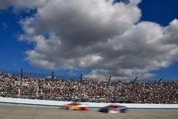 Майкл Макдауэлл, Leavine Family Racing Chevrolet и Тревор Бейн, Roush Fenway Racing Ford