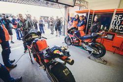 Le garage Red Bull KTM Factory Racing