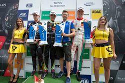 Podium: Racewinnaar Lando Norris, Carlin, Dallara F317 - Volkswagen, tweede plaats Nikita Mazepin, H