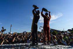 Jean-Eric Vergne, Techeetah, y Lucas di Grassi, ABT Schaeffler Audi Sport, celebran en el podio