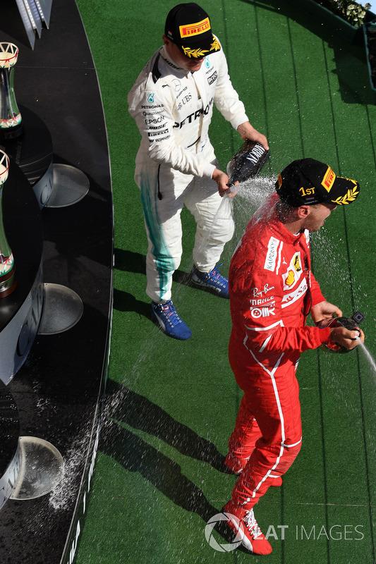 Podio: ganador de la carrera Sebastian Vettel, Ferrari, tercer lugar Valtteri Bottas, Mercedes AMG F1