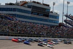 Restart: Justin Allgaier, JR Motorsports Chevrolet, Elliott Sadler, JR Motorsports Chevrolet