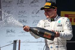 Обладатель третьего места гонщик Mercedes AMG F1 Валттери Боттас