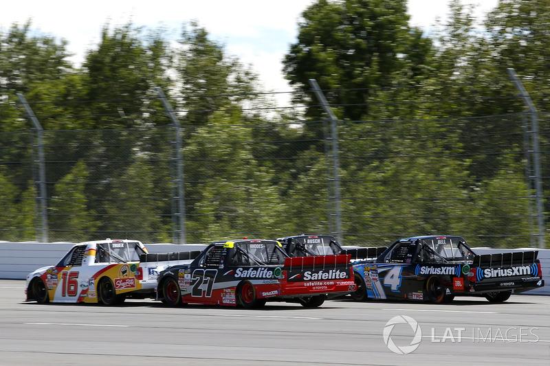 Kyle Busch, Kyle Busch Motorsports Toyota, Ryan Truex, Hattori Racing Enterprises Toyota, Ben Rhodes