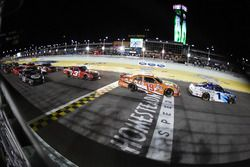 Final restart: Elliott Sadler, JR Motorsports Chevrolet, Daniel Suarez, Joe Gibbs Racing Toyota lead