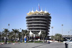 Здание на трассе в Сахире