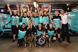Stefano Comini, Leopard Racing, Volkswagen Golf GTI TCR celebrate with the team