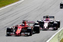 Sebastian Vettel, Ferrari SF70H, Esteban Ocon, Force India F1 VJM10