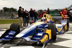 Ganador de la carrera Alexander Rossi, Curb Herta - Andretti Autosport Honda en victory lane