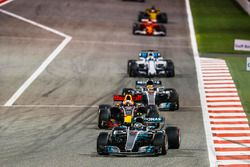 Valtteri Bottas, Mercedes F1 W08, Daniel Ricciardo, Red Bull Racing RB13, Lewis Hamilton, Mercedes F