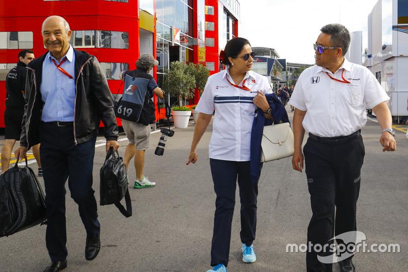 Monisha Kaltenborn, Team Principal and CEO, Sauber, Masashi Yamamoto, General Manager of Honda Motorsports