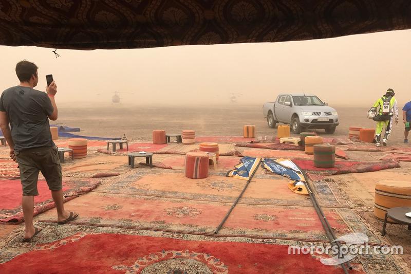 Vivac y tormenta de arena