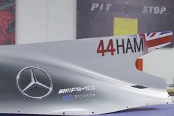 Задня частина боліда Льюіса Хемілтона, Mercedes AMG F1 W08