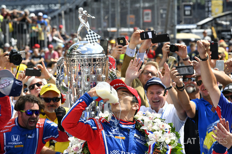 Takuma Sato, Andretti Autosport Honda celebrates the win in Victory Lane with milk