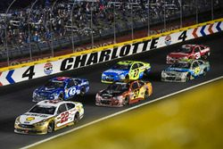 Joey Logano, Team Penske Ford, Chris Buescher, JTG Daugherty Racing Chevrolet