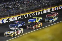 Joey Logano, Team Penske Ford, Chris Buescher, JTG Daugherty Racing Chevrolet