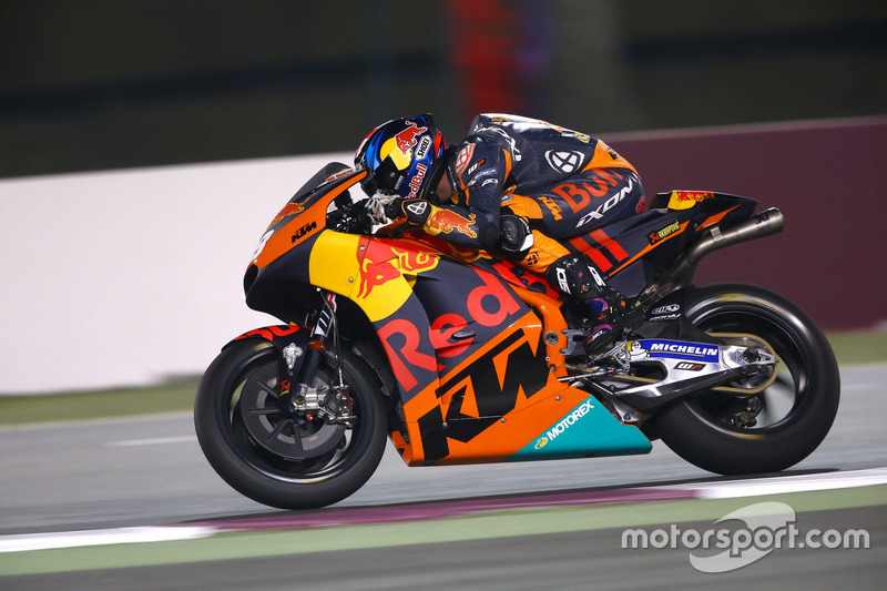 Bradley Smith con la KTM RC16 del Red Bull KTM Factory Racing en Qatar