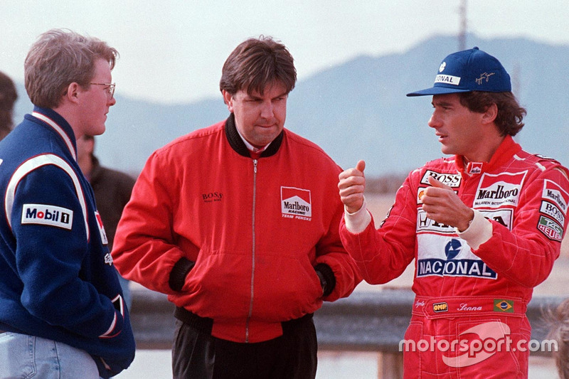 Ayrton Senna praat met Paul Tracy en Nigel Beresford, Team Penske
