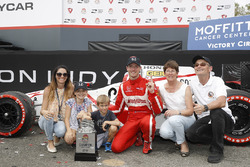 Race winner Sébastien Bourdais, Dale Coyne Racing Honda and family
