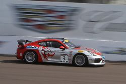 #3 Flying Lizard Motorsports, Porsche Cayman GT4 Clubsport MR: Rodrigo Baptista