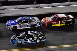 Brad Keselowski, Team Penske Ford, Dale Earnhardt Jr., Hendrick Motorsports Chevrolet, Jamie McMurra