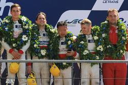 Подиум LMP2: победитель Тома Лоран, обладатели третьего места Дэвид Чен, Алекс Брандл, Тристан Гомме