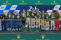 LMP2 podium: winnaars Ho-Pin Tung, Oliver Jarvis, Thomas Laurent, DC Racing, tweede Mathias Beche, D