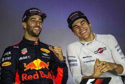 Le vainqueur Daniel Ricciardo, Red Bull Racing et Lance Stroll, Williams lors de la conférence de presse
