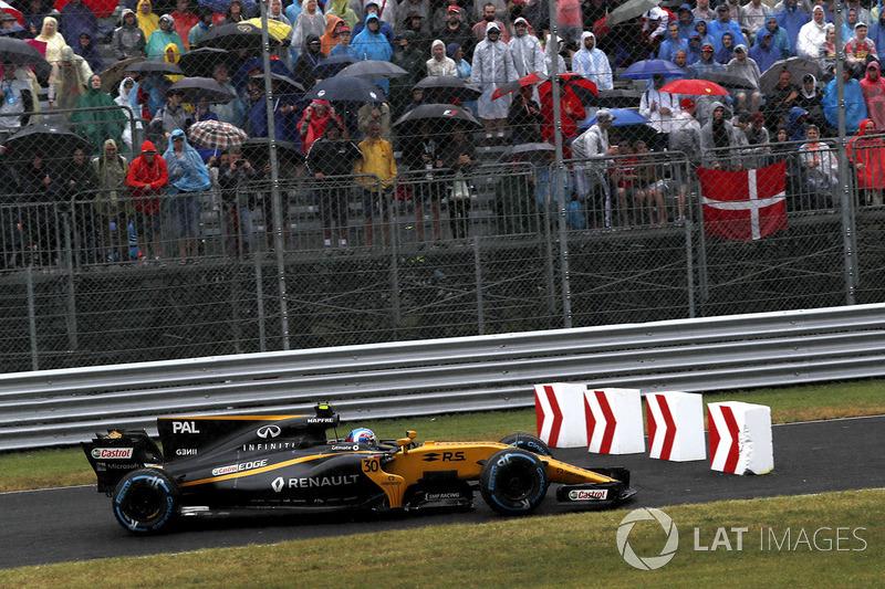 Jolyon Palmer, Renault Sport F1 Team RS17 se sigue de largo los bolardos