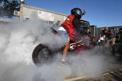 Burnout: Lewis Hamilton, Mercedes AMG F1