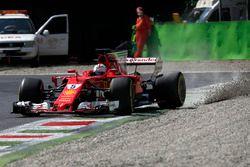 Sebastian Vettel, Ferrari SF70H, sort de la piste