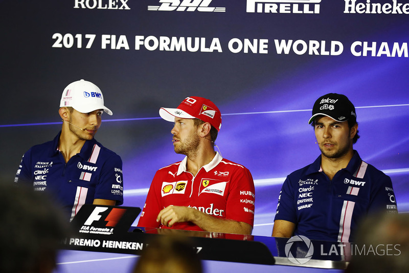 Esteban Ocon, Force India, Sebastian Vettel, Ferrari, Sergio Pérez, Force India en la conferencia de prensa de la FIA