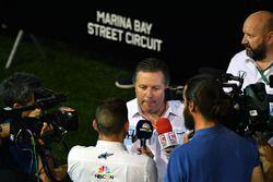 Zak Brown, McLaren Director Ejecutivo habla con los medios de comunicación