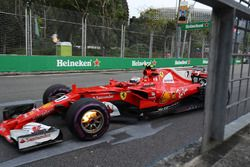 Kimi Raikkonen, Ferrari SF70H, front brakes on fire
