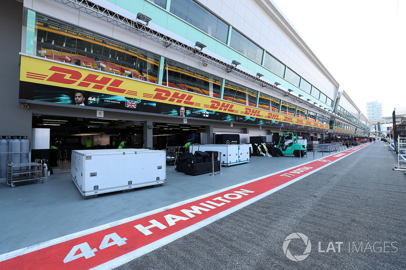 Гараж Mercedes AMG F1