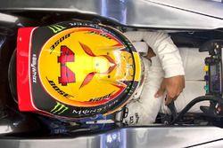Хэштег #BillyWhizz на шлеме пилота Mercedes AMG F1 Льюиса Хэмилтона