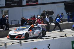 #43 RealTime Racing Acura NSX GT3: Ryan Eversley, Tom Dyer, pit stop action