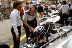 Riccardo Patrese, Brabham BT49D Ford et Bernie Ecclestone; directeur Brabham